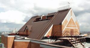 Ремонт крыши из профнастила на общественном здании