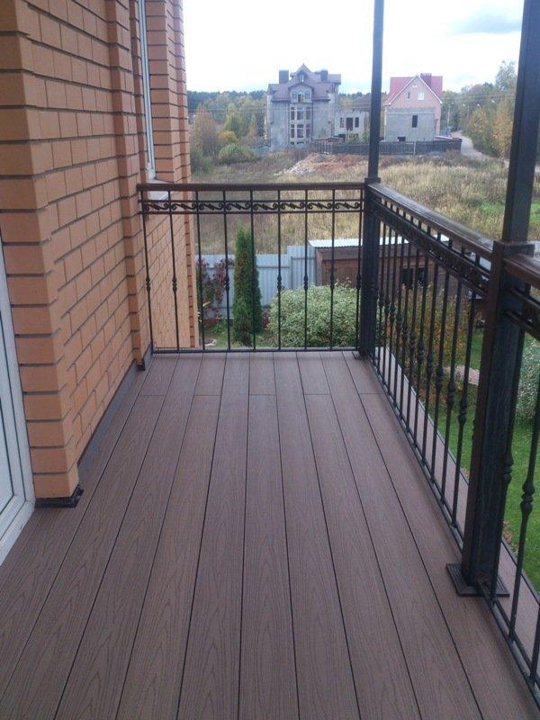 Балконы и крыльцо коттеджа