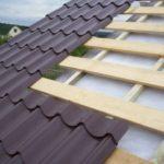 Металлочерепица и обрешётка на крыше