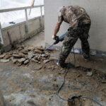 Демонтаж гидрроизоляции на балконе